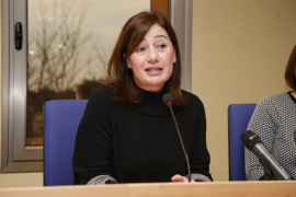Armengol: «Para residentes y turistas es de justicia tener un transporte público en el aeropuerto»