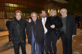 """Dyango, Manolo Escobar, Miquel Jaume, Genia Tobin y Tomeu Estarás de """"Los Valldemossa""""."""