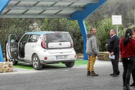 Sant Joan dispone del primer punto de recarga de vehículos eléctricos con energía solar de la isla