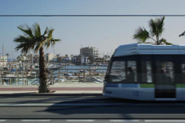 El Parlament pide al Govern que paralice la construcción del tranvía de Palma