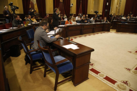 El Parlament balear aprueba instar al Gobierno a «dejar de judicializar» el «proceso soberanista de Cataluña»