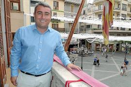 El alcalde paga horas extras sin el visto bueno del interventor