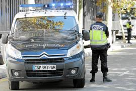 Dos chicos se fugan de un centro de menores y atracan a varias personas en Palma