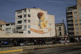 Inaugurado en la estación del Tren de Sóller el mural 'street art' más grande de Palma obra de Joan Aguiló