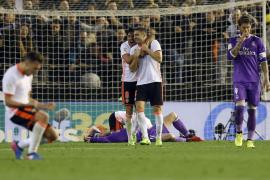 Dos tempraneros goles del Valencia tumban al Real Madrid en Mestalla
