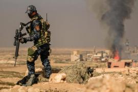 Las fuerzas iraquíes capturan el aeropuerto y una base militar de Mosul