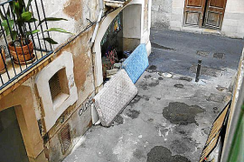 Quejas por un indigente en la calle Can Boneo