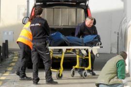 La policía investiga la aparición del cadáver de un indigente en el Casal de Barri de El Terreno