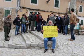 Una veintena de personas apoya a Valtonyc y se concentra en Valldemossa a favor de la libertad de expresión