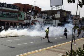 Las protestas por el cierre de Radio Caracas TV dejan dos muertos