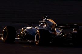 Mercedes sigue dominando y Alonso abre con problemas en el MCL32