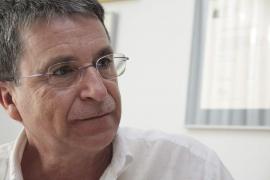 El poeta menorquín Ponç Pons, reconocido como el Escritor del Año 2011 en Balears