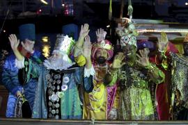 Un total de 16 carrozas y más de 400 personas se preparan para la Cabalgata de Reyes 2011