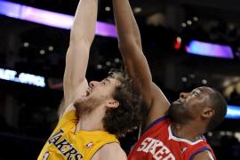 Bryant y Gasol salvaron a los Lakers de despedir el año con derrota