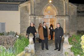 El obispo visita el monasterio de Sineu
