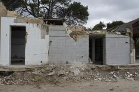 El propietario del chiringuito ilegal derriba la instalación por orden de Costas