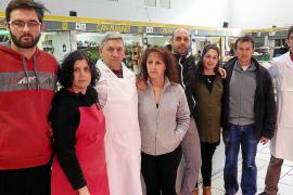 Indignación en el mercado cubierto de Sóller por la «expulsión» de los ambulantes