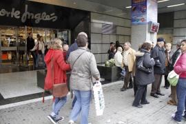 El primer domingo comercial del año atrae a muchos compradores