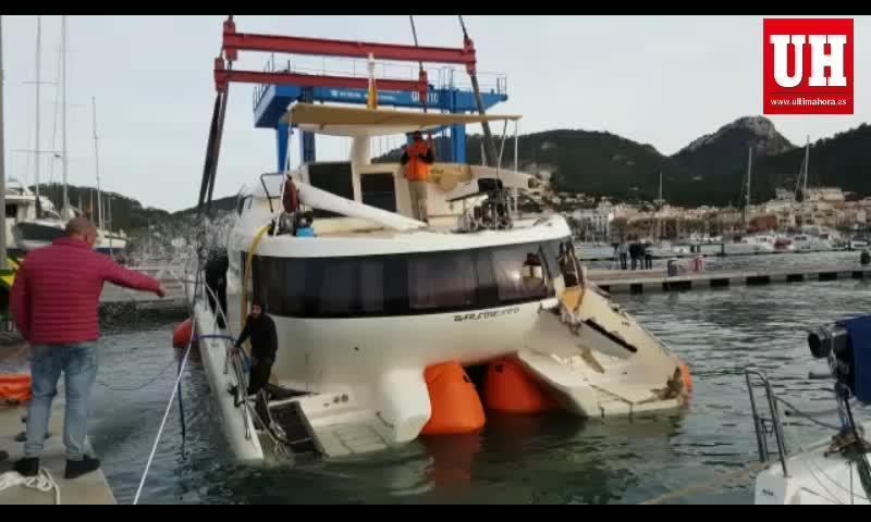 Recuperan un catamarán en Andratx, afectado por el temporal de viento de este fin de semana