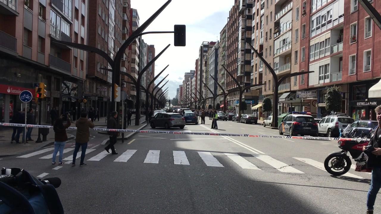 Detenido un atracador que tenía cinco rehenes en un banco de Gijón
