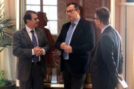 Jorge Sainz se queda «impresionado» con la Facultad de Medicina de la UIB