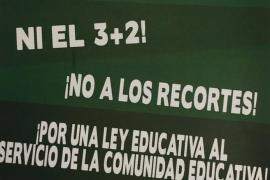 Estudiantes, padres y docentes de la escuela pública convocan huelga para este jueves