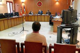 Un pederasta alemán niega en el juicio que violara al niño con el que vivía en Palma
