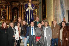 Ceremonia de besapiés de adoración al Cautivo en la iglesia de Montision