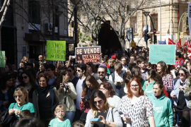 Miles de estudiantes de Baleares secundan la huelga educativa