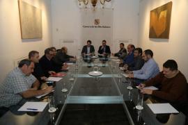 Una agrupación de taxistas propone un referéndum en el sector sobre los autobuses turísticos desde el aeropuerto