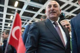 Holanda deniega el permiso de aterrizaje al ministro de Exteriores turco