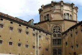 Dos internos de la cárcel Modelo de Barcelona intentan huir haciendo un agujero en el techo de su celda