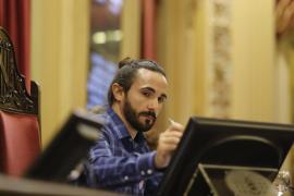 Una interpretación sin precedentes de Baltasar Picornell tensa los ánimos en el pleno del Parlament
