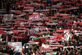 Dos ultras del Sevilla permanecen detenidos tras una pelea con hinchas del Leicester