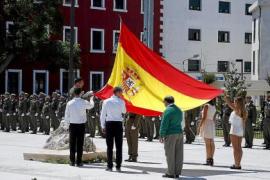 El Parlament insta al Gobierno a dejar de organizar actos civiles de jura de la bandera española