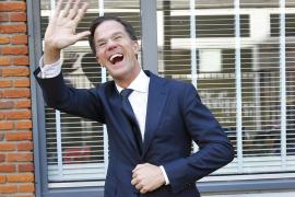 Rutte gana elecciones en Holanda y derrota a la ultraderecha