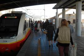 Indignación de los usuarios del tren por la reducción de frecuencias que se inicia este viernes