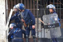 El Gobierno de Argel refuerza la seguridad policial