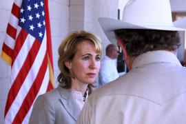 La congresista demócrata Gabrielle Giffords, muy grave tras recibir un disparo en la cabeza