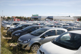 EUIB exige que se regulen las flotas de 'rent a car' durante la temporada alta para evitar un colapsos