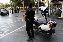Una pareja acuchilla a un hombre en la plaza de España de Palma