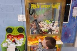 El joven Houdini, o cómo un niño de tres años se coló en una máquina de peluches
