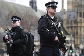 La Policía británica busca a un segundo sospechoso que podría haber viajado en el vehículo