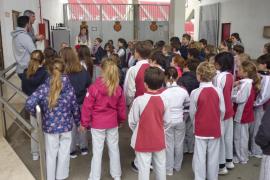 Alumnes del Col·legi Àgora Portals varen visitar RCD Mallorca i Grup Serra