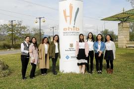 Ocho jóvenes chinas estudian el último curso de Dirección Hotelera Internacional en la UIB