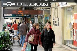 Balears es la única comunidad donde Mango lidera en moda frente a Pull&Bear.