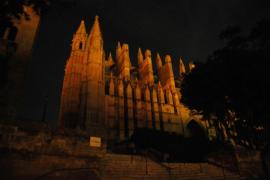 Monumentos, hoteles y edificios de Balears apagarán sus luces durante 'La Hora del Planeta'