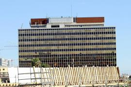 Cort 'municipaliza' el edificio Gesa y cede a Núñez y Navarro el de Emaya