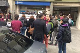Arran irrumpe en la sede del PP de Barcelona para exigir un referéndum