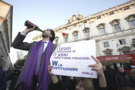 """Berlusconi pierde parte de su """"escudo judicial"""""""